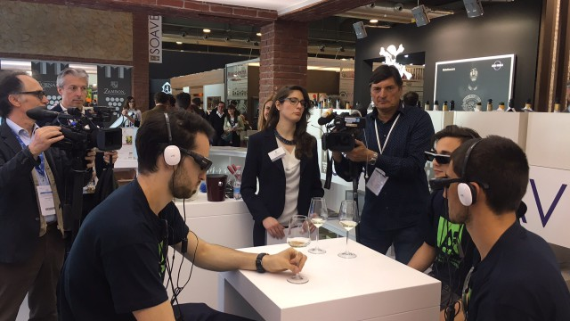 WINE TASTING IN AUGMENTED REALITY. WITH ARTGLASS AT VINITALY 2017